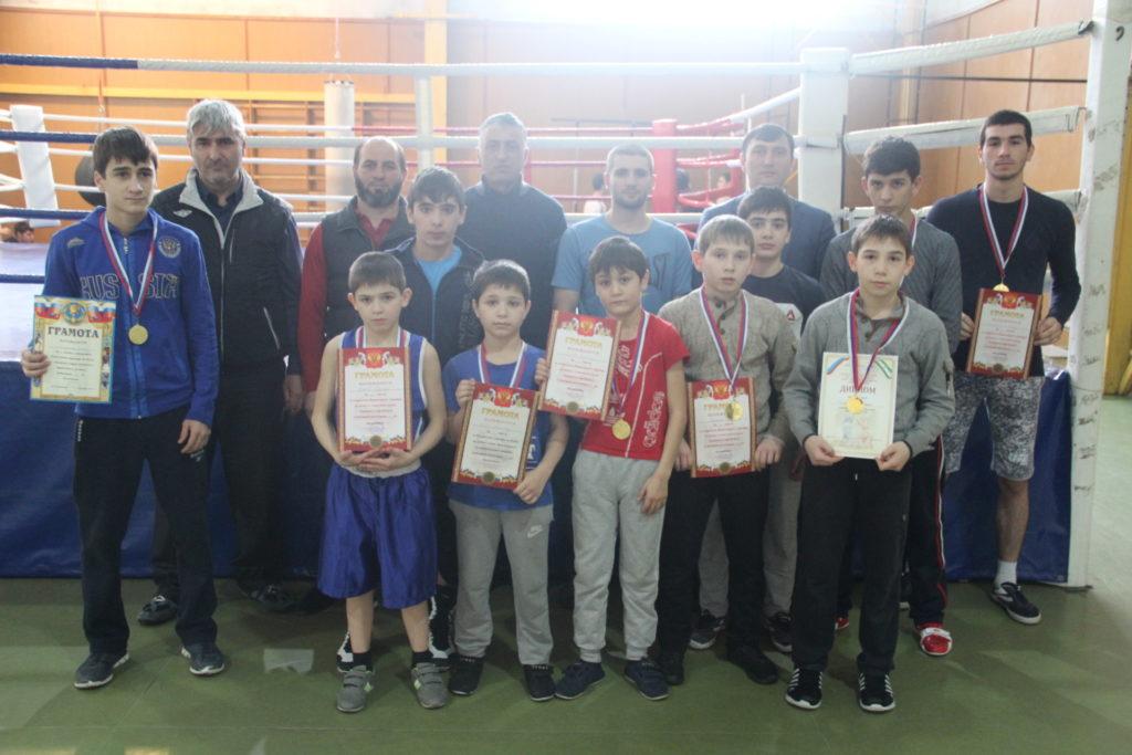 Карабулакские боксёры блеснули на новогоднем турнире в Ставропольском крае